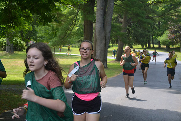 campers running race